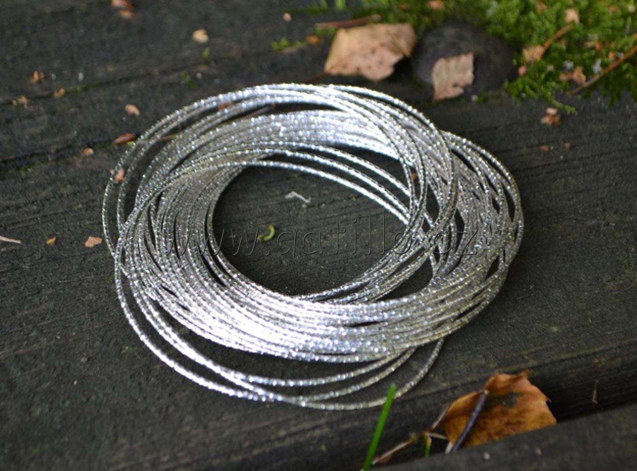 29 náramků ve stříbrné barvě